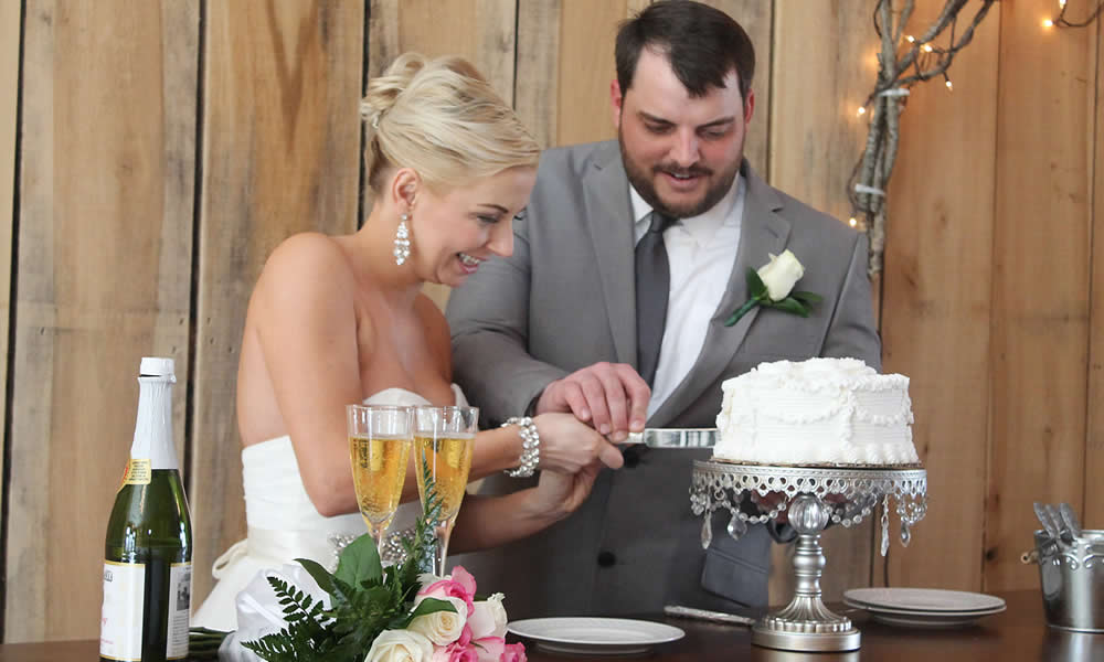 southern grace bed and breakfast wedding venue in kentucky - couple cutting cake